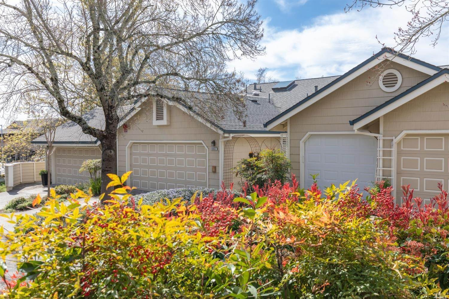 Condominiums for Sale at 2003 STONEFIELD Lane Santa Rosa, California 95403 United States