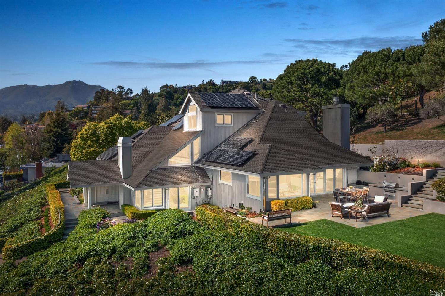 Single Family Homes per Vendita alle ore 25 Altamont Avenue Mill Valley, California 94941 Stati Uniti