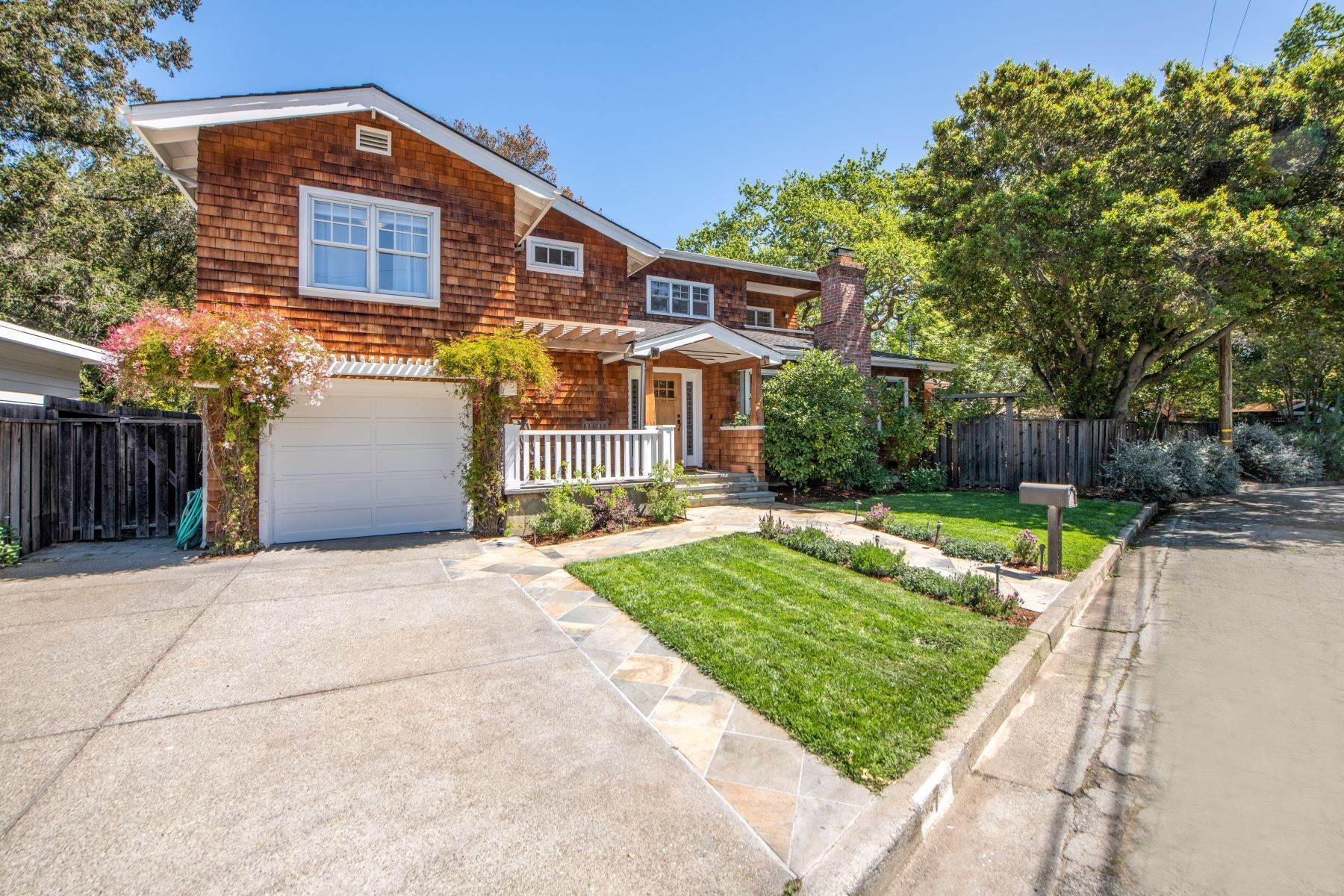 Single Family Homes per Vendita alle ore Picture Perfect Craftsman in the Flats of San Anselmo 7 Beverley Way San Anselmo, California 94960 Stati Uniti