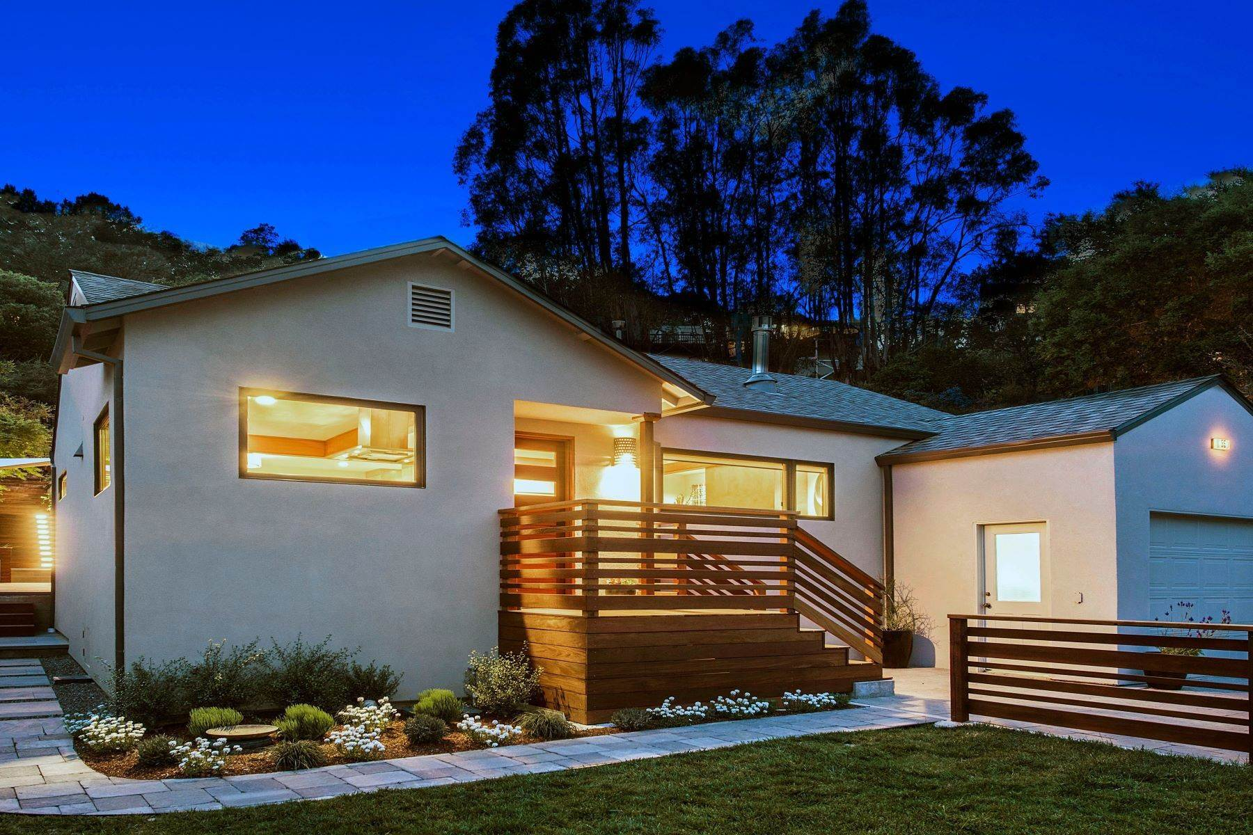 Single Family Homes per Vendita alle ore Warm and Appealing Modern Craftsman 55 Durham Road San Anselmo, California 94960 Stati Uniti